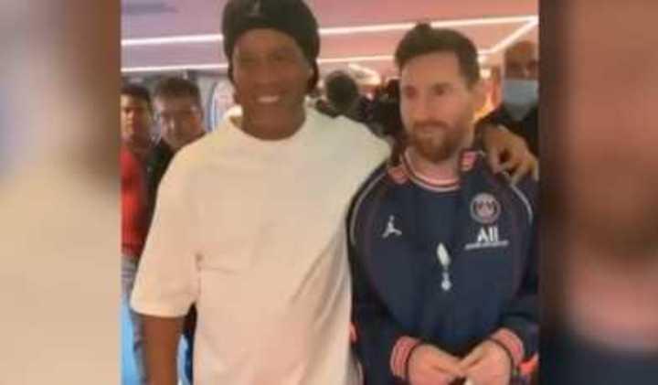 Ronaldinho y Messi, juntos en París
