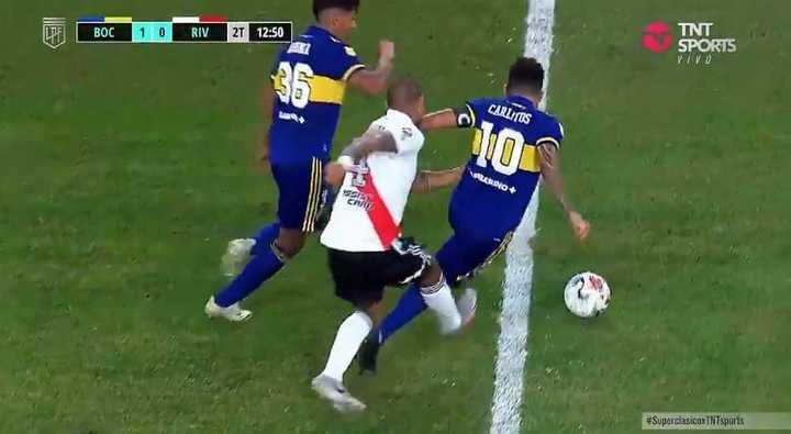 Tremenda patada de Maidana a Carlitos
