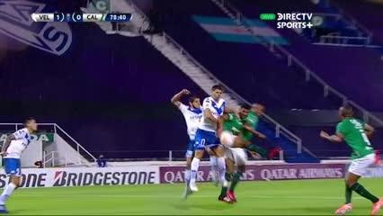 El palo salvó a Vélez