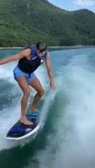 ¡Piqué practicó wakesurfing!
