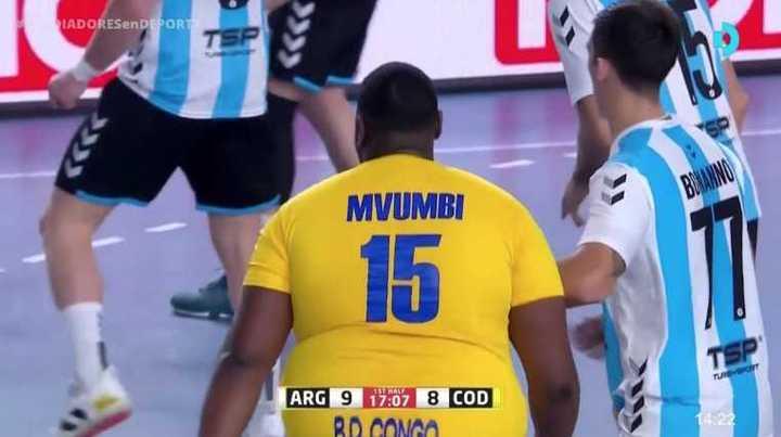 Mvumbi le marcó dos veces a la Selección