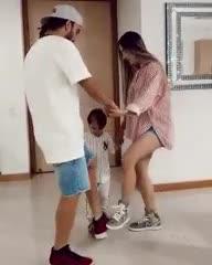 El baile de Seba Pérez con su mujer y su hijo