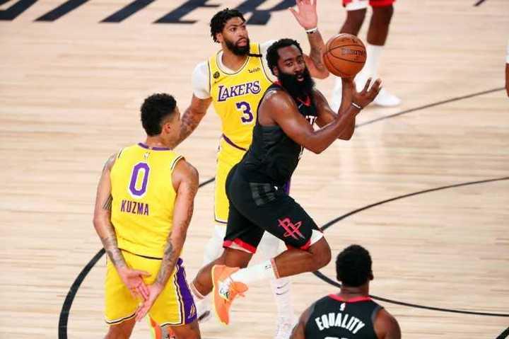 Show de Harden contra los Lakers