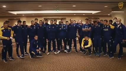 El saludo del plantel y el cuerpo técnico de Boca para Battaglia y los juveniles