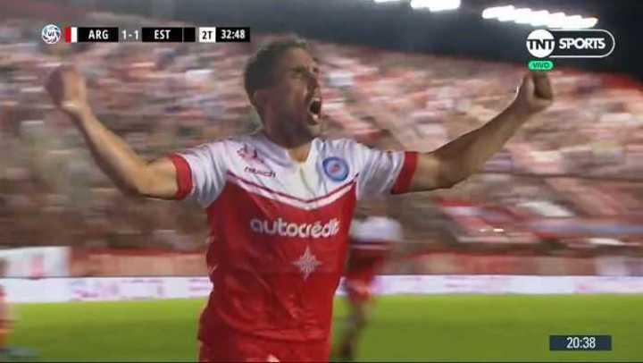 El Bicho se puso 2 a 1 con gol de Hauche