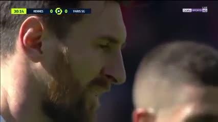 Messi rompió el travesaño del Rennes