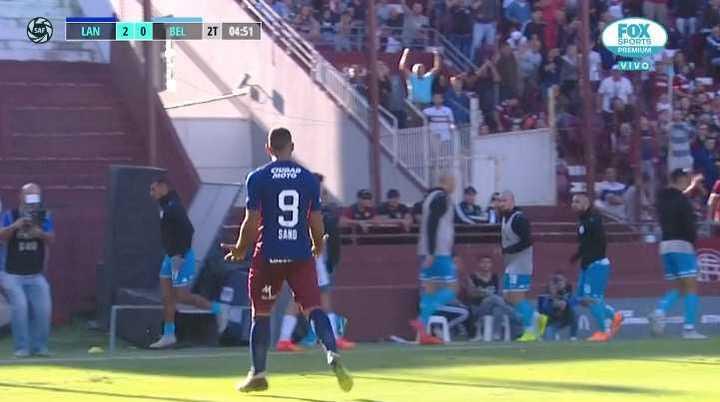 Después de muchos toques, definió Sannd, se desvió en Techera y 2-0