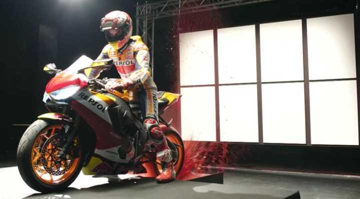 Marquez pintó un cuadro con la moto