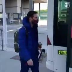Messi y el Barcelona en su salida rumbo a Sevilla