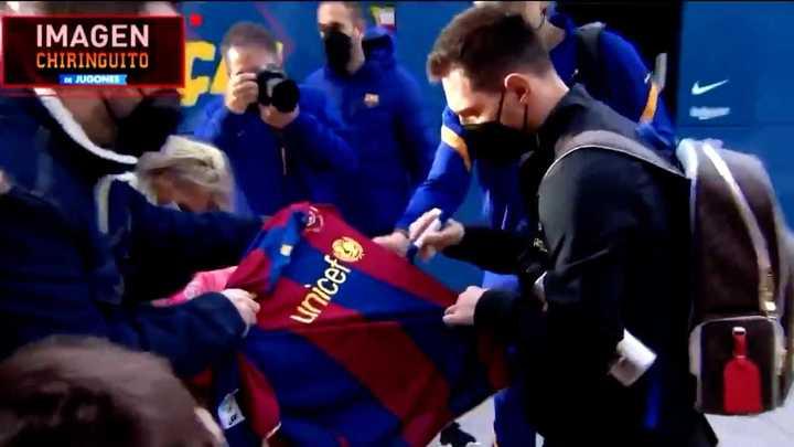 Messi repartió firmas y fotos para los fanáticos
