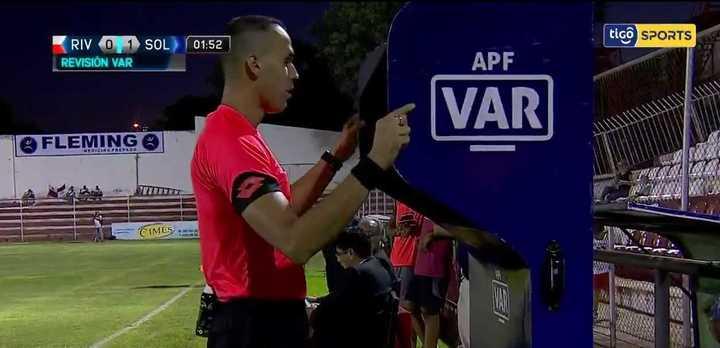 El primer gol anulado por VAR en Paraguay
