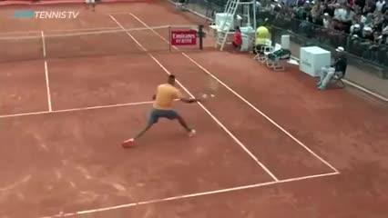 Kyrgios también jugó al tenis