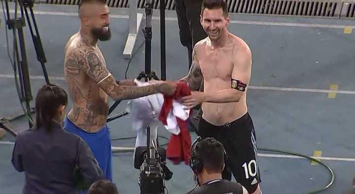 Messi cambió camiseta con Vidal
