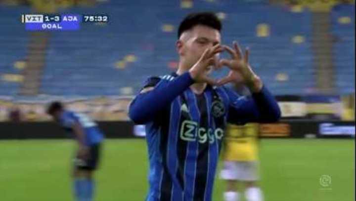 Lisandro Martínez mojó para el Ajax