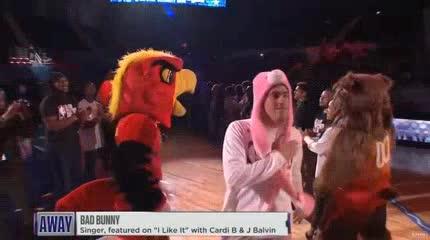 La particular aparición de Bad Bunny en el All Star Game