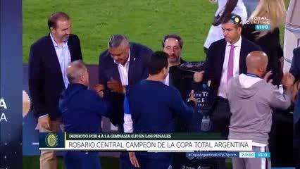 El Lobo fue a felicitar al campeón