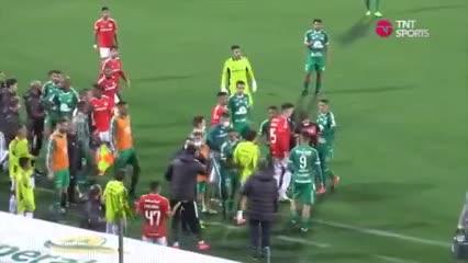 ¡Escandalo en el Brasileirao! Trompadas en el final del encuentro entre Inter y Chapecoense