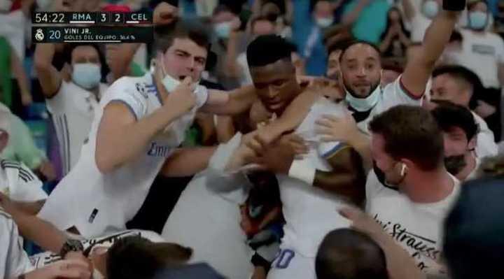 El festejo de Vinicius Jr. con los hinchas del Real Madrid