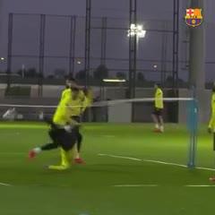 Espectacular chilena de Messi en el entrenamiento