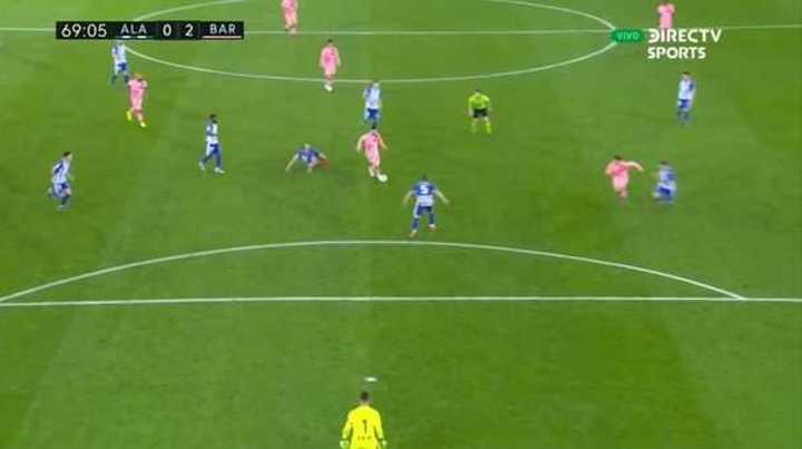 Silbatina para Messi cada vez que la toca