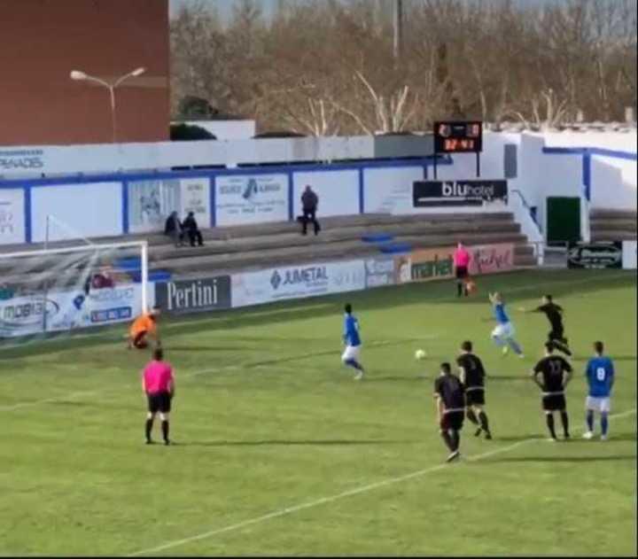 Increíble gol de penal del Almansa español.