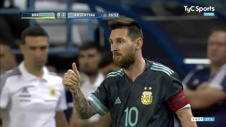 Messi cortó la contra de Brasil