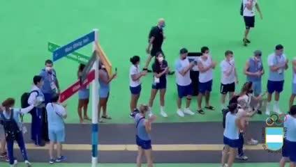 El emotivo recibimiento a la Peque Pareto en la Villa Olímpica
