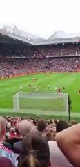 El bailecito de Dibu Martínez a la tribuna del Manchester United