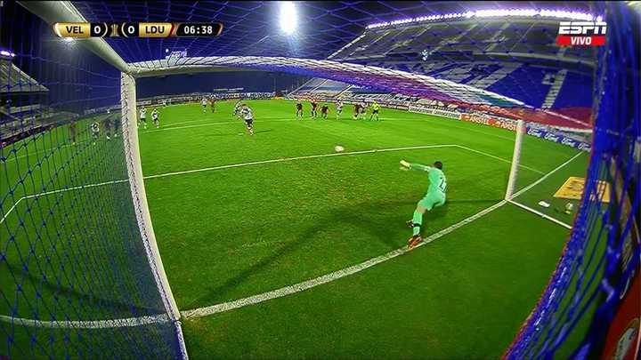 Almada erró un penal para Vélez