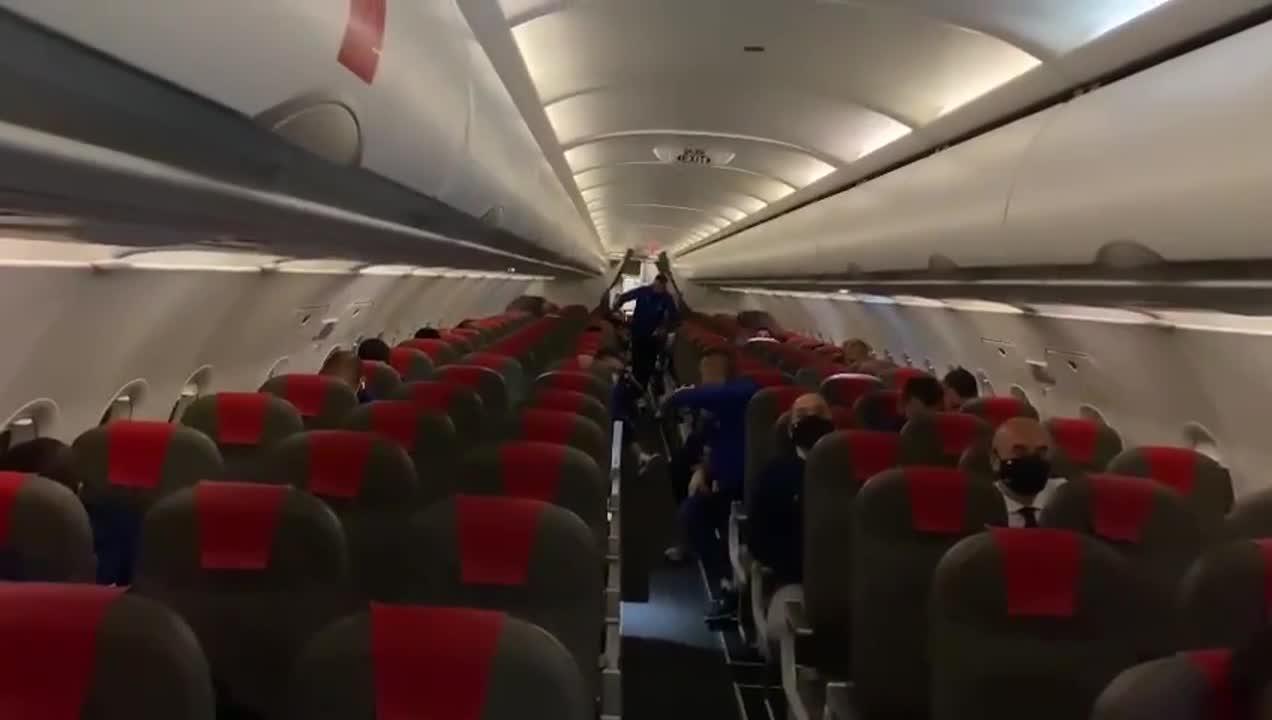 El piloto del avión felicitó a los jugadores del Cádiz por el triunfo ante  el Real Madrid - 17/10/2020 - Olé