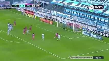 Lucchetti salvó a Atlético Tucumán
