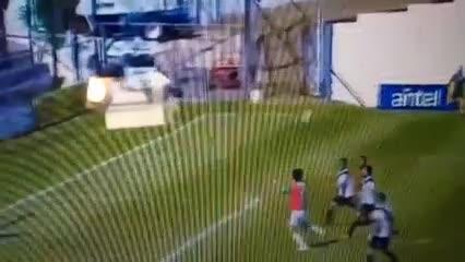 Abreu marcó su primer gol como técnico-jugador