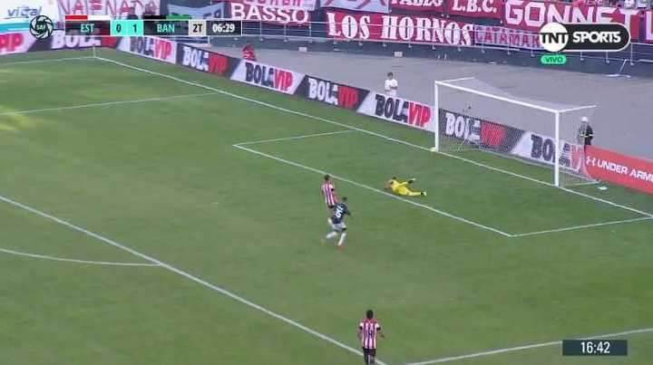El palo le negó el gol a Urzi