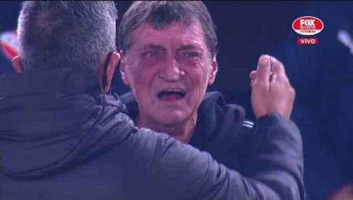 Falcioni se emocionó hasta las lágrimas