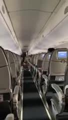 Jugadores de Independiente cantando en el avión.