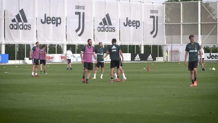 Golazo de Pipita Higuaín en la práctica de la Juve