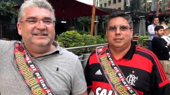 Los hinchas de Flamengo en la puerta del hotel de River