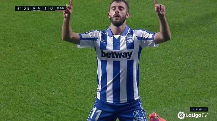 Blooper de Neto en el gol de Alavés