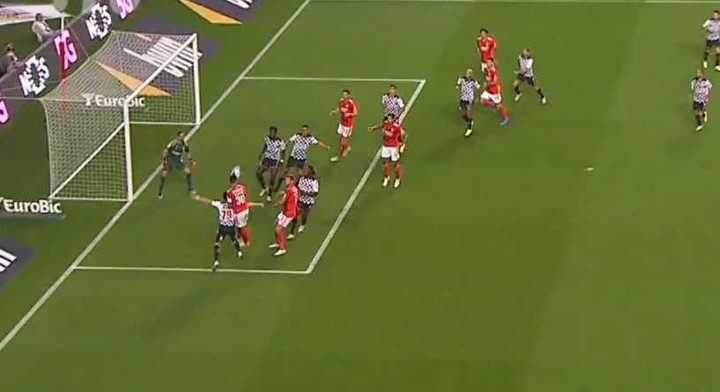 Otamendi asistió en el gol de Benfica
