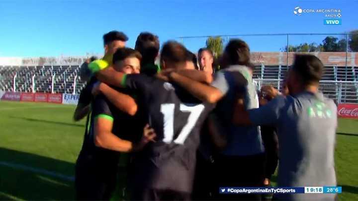 Estudiantes de San Luis derrotó por penales a Huracán