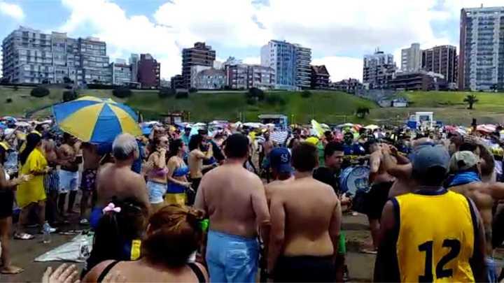 Los hinchas de Boca alientan desde Mar del Plata