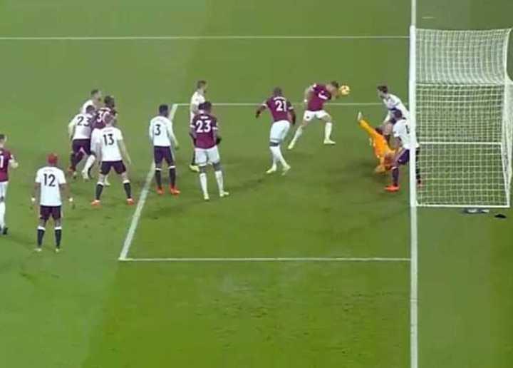 El gol con la mano de Chicharito