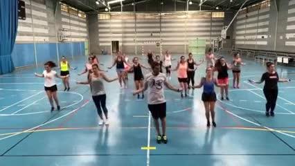 Pinto ahora da clases en un gimnasio