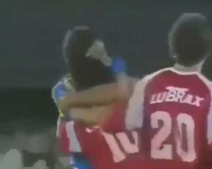 El abrazo del alma entre Renato y Maradona