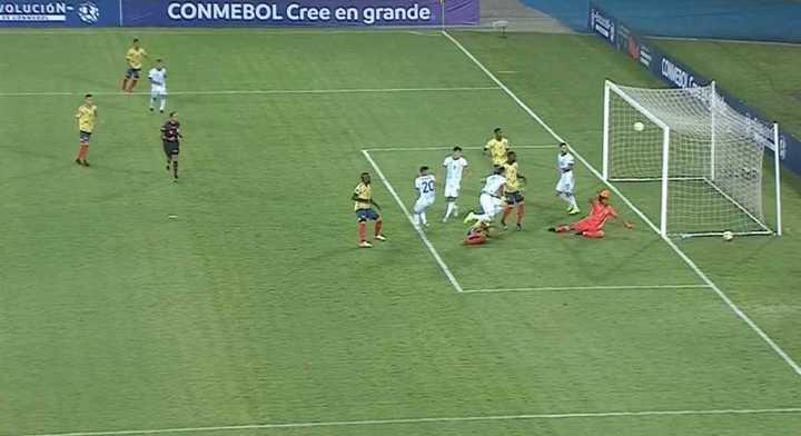 Argentina estuvo a punto de marcar al minuto de juego