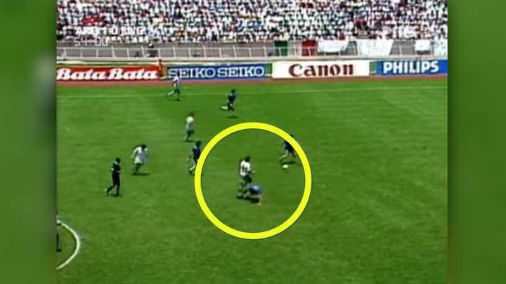 El foul que piden los ingleses en la previa al gol