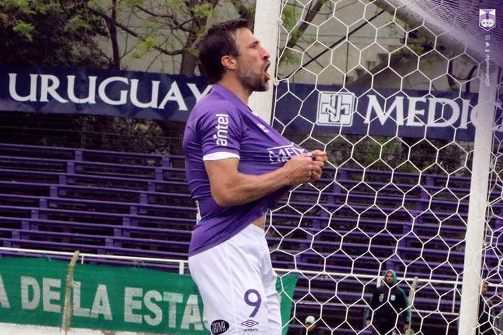 Pavone metió doblete para Defensor Sporting