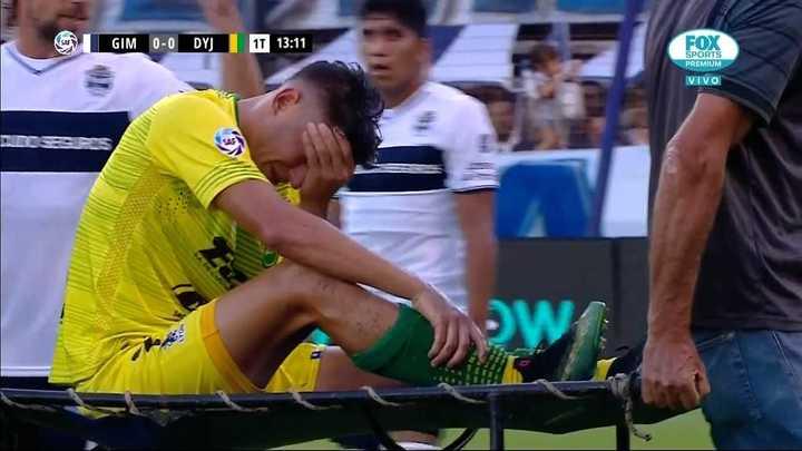 Gastón Togni se retiró muy dolorido en su rodilla