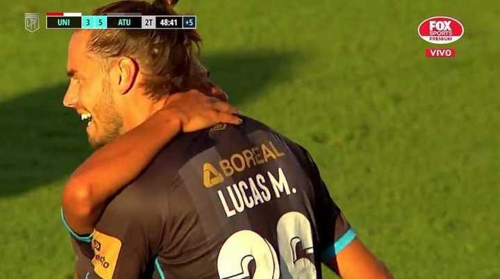 Acosta marcó el quinto de los tucumanos y liquidó el partido