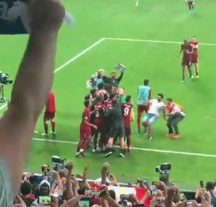 ¡Así lesionaron al arquero del Liverpool!